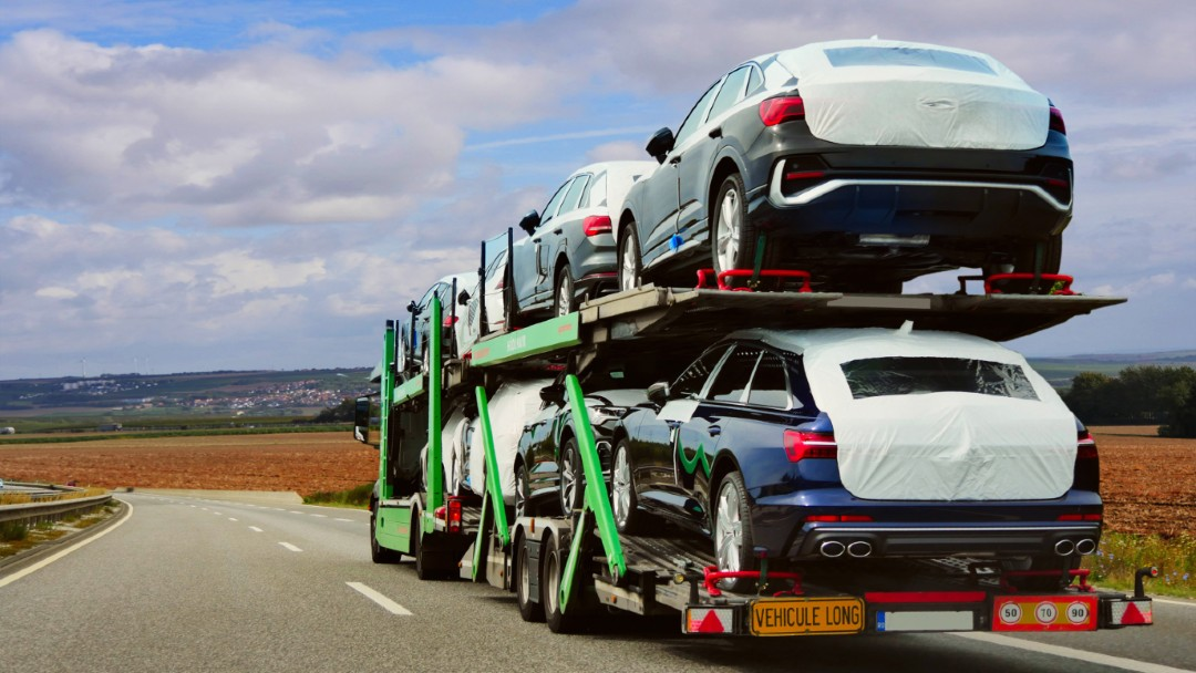 auto hauler hauling cars through the USA, best cargo insurance for your auto haulers business in Florida