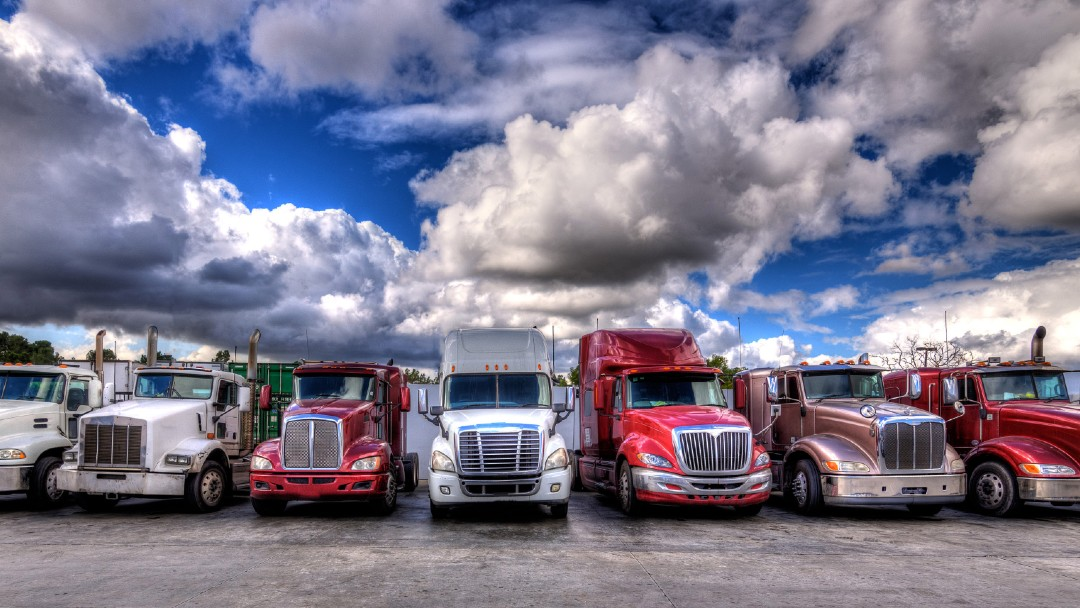 commercial trucks lined up, Best Commercial Auto Insurance for Your Business in Florida