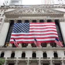 trading house with American flag hanging down, insurance for public companies